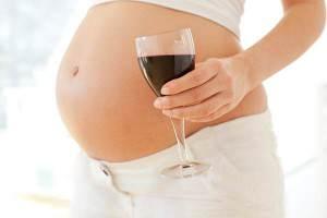 Беременная с вином