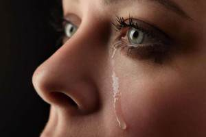 всем ли помогают слезы