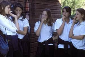 Что заставляет подростков курить